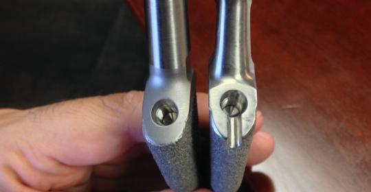 Los nuevos diseños de prótesis de cadera permiten mejorar la flexión y reducir las complicaciones