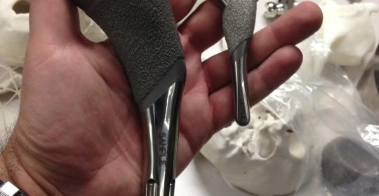 Trabajamos con implantes a medida para cada articulación